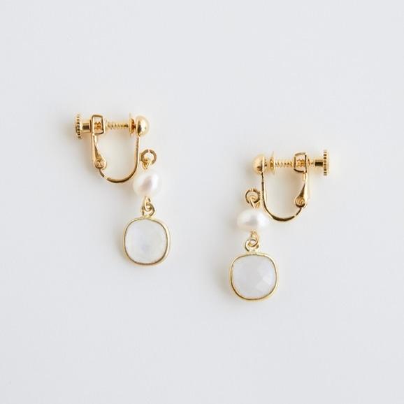 【写真】sai Earring MoonStone & Pearl