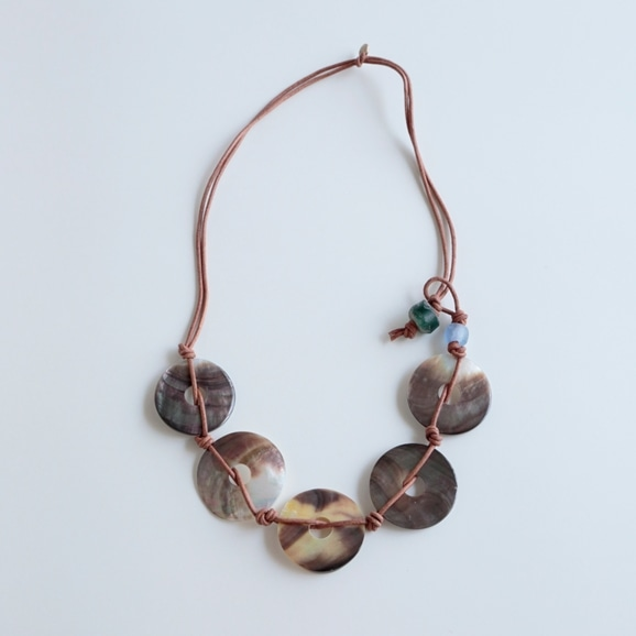 【写真】sai Necklace Shell & Leather