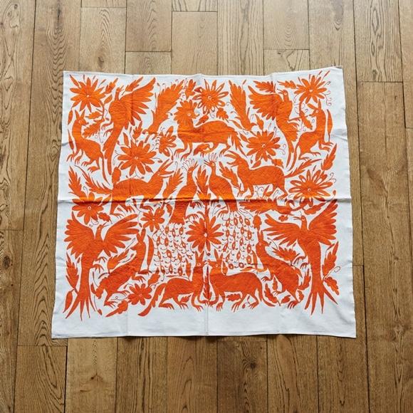 【写真】【一点物】オトミ刺繍 マルチカバー 57